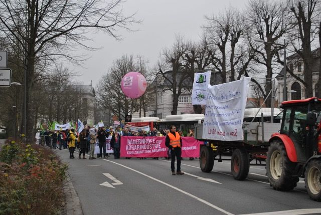 tl_files/agrarwende/content/aktuelles/Demonstration Oldenburg/Demozug_G.Gruener.jpg